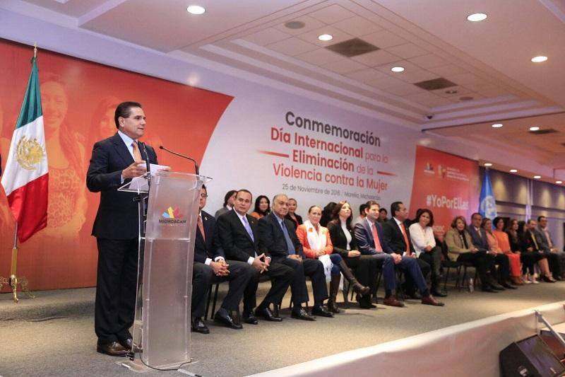 El mandatario estatal destacó todas las acciones que se han impulsado en lo que va de su gobierno para erradicar la violencia de género a través de la generación de políticas públicas que contribuyan al empoderamiento de las mujeres michoacanas