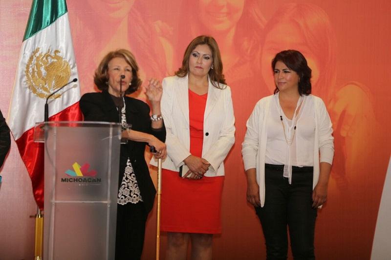 Uno de los grandes retos, indicó, es definir en términos claros la operatividad de las leyes y normas establecidas para la consecución de la igualdad entre mujeres y hombres