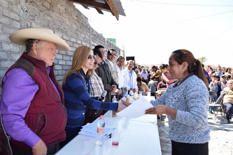 Sánchez Huerta puntualizó que las cartas de asignación que hoy se entregan son sólo el primer paso para mejorar su calidad de vida
