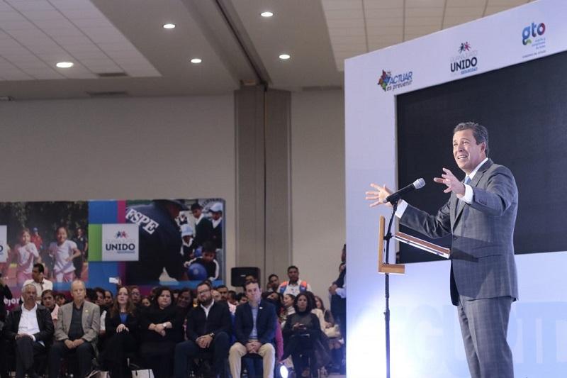 """""""Ningún gobierno, en ningún país o estado o municipio, puede implementar con éxito políticas públicas en beneficio de la sociedad, si trata de hacerlo solo"""": Márquez Márquez"""