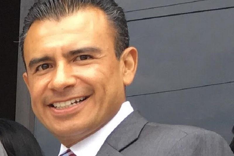 Calderón Torreblanca consideró que lo que realmente confunde son aquellas voces que alientan una alianza con la derecha o aquellos que contraviniendo la línea política de su partido aprueban reformas constitucionales que en nada benefician al pueblo de México