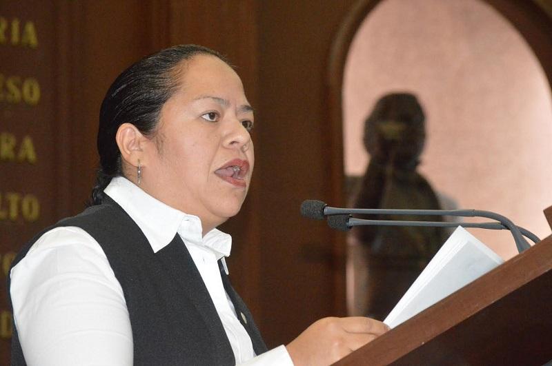Jeovana Alcántar demandó abonar a un gran acuerdo y un compromiso de largo plazo, agregó que en el estado se camina hacia el empoderamiento femenino, en donde cada día  se acortan esas barreras inexistentes y sin fundamento
