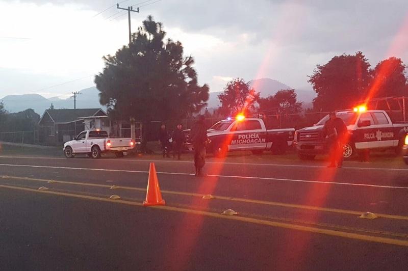 Además de las acciones operativas, elementos de la Policía Michoacán a través de la proximidad social invitan a los habitantes del lugar a denunciar todo tipo de delitos para inhibir cualquier hecho fuera de la ley