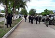 Los presuntos implicados, armas, cargadores, cartuchos, equipo táctico y vehículo fueron puestos a disposición de la autoridad competente