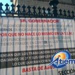 Los manifestantes también demandaron los insumos y medicamentos necesarios para la realización de su trabajo (FOTOS: FRANCISCO ALBERTO SOTOMAYOR)