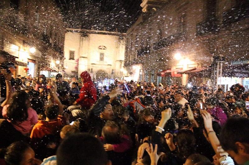 Debido al éxito que tuvo la nieve artificial en la cerrada de San Agustín, esta actividad se extenderá hasta el próximo 6 de enero