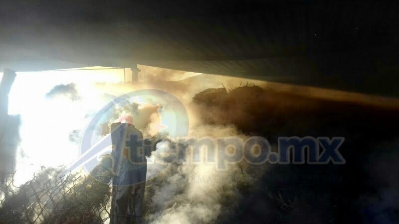 De acuerdo con la ABEM, fue necesario el uso de maquinaria pesada para poder controlar el siniestro (FOTOS: FRANCISCO ALBERTO SOTOMAYOR)