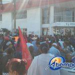 Los manifestantes cerraron la Avenida Madero Poniente, en dirección al Centro Histórico de Morelia, por espacio de más de una hora (FOTO: MARIO REBOLLAR)