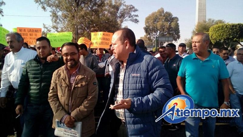 Encabeza la protesta el líder de la Comisión Reguladora del Transporte (CRT), José Trinidad Martínez Pasalagua (FOTO: MARIO REBOLLAR)