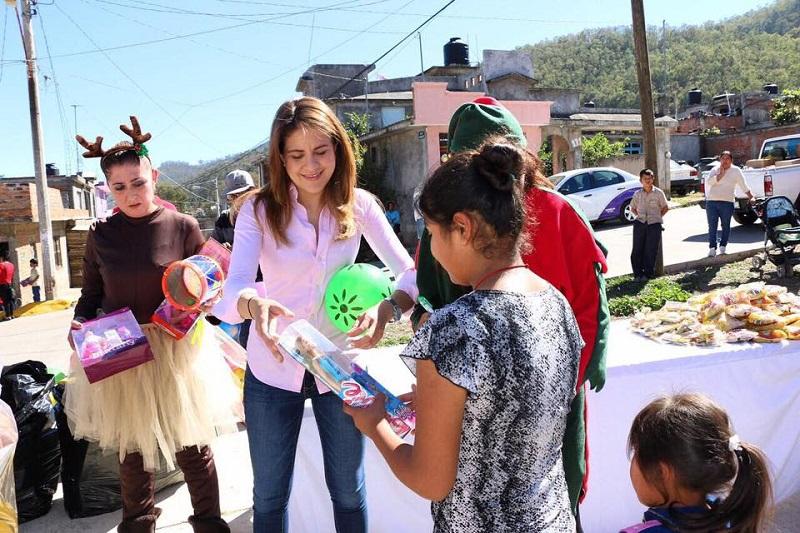 Durante el primer día de entregas, se llevaron 460 juguetes al Puerto de Buena Vista; posteriormente se entregaron 500 para la colonia Valle de los Manantiales; otros 100 en la colonia Eduardo Ruíz y 50 en la comunidad de la Alberca