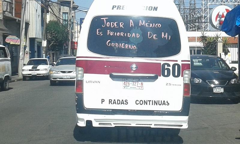 También varias de las rutas de combis en la capital michoacana portan mensajes en contra del gasolinazo (FOTO: ARCHIVO)