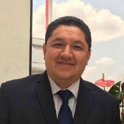 Hugo Gama es Maestro en Derecho por la Universidad La Salle México, así como abogado especialista en propiedad industrial; actualmente se desempeña como director del Registro Civil de Michoacán