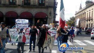 La marcha comenzó en el Obelisco al General Lázaro Cárdenas, se desplazó hasta la Fuente de Las Tarascas y concluyó frente a Palacio de Gobierno (FOTO: MARIO REBOLLAR)