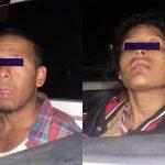 Los oficiales detuvieron a los sujetos Julio C. y Elizabeth B., a quienes les encontraron diversos artículos y un arma de fuego, por lo que los policías procedieron a detenerlos y llevarlos ante el Ministerio Público