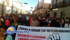 La movilización partió de la Fuente de Las Tarascas hacia Palacio de Gobierno; se desarrolló de manera pacífica (FOTO: MARIO REBOLLAR)