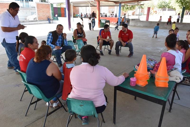 Figueroa Gómez expresó su apoyo total a las instituciones educativas del municipio terracalentano y reiteró, regresaría con frecuencia para escuchar las inquietudes y demandas de las mismas