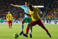 El juego comenzaría con un ritmo bastante rápido, el conjunto de la Laguna sería el primero en ver la cartulina amarilla debido a una barrida por detrás de Néstor Araujo