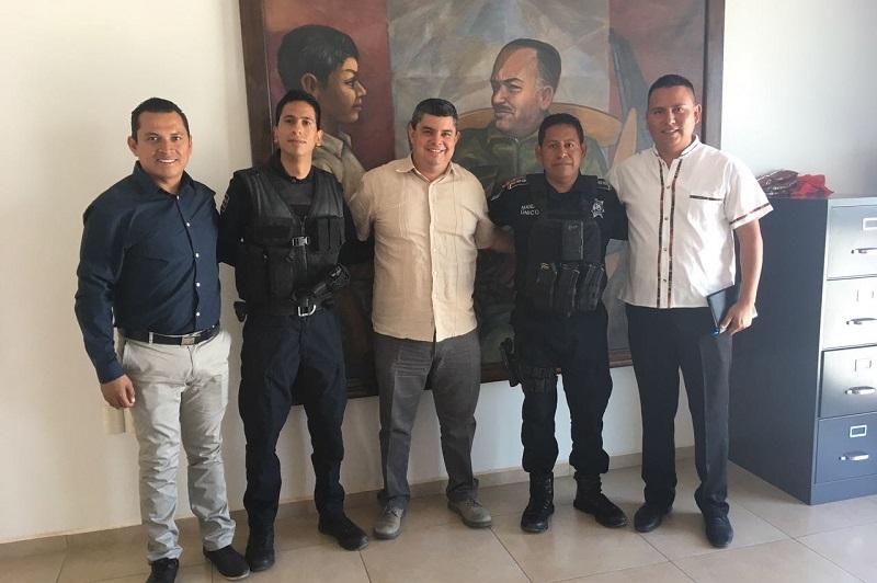 Por instrucción del titular de la SSP, Juan Bernardo Corona, el relevo institucional fue efectuado con la presencia del alcalde Salvador Ruiz Ruiz y el secretario del Ayuntamiento, Edgar Espinoza Rodríguez