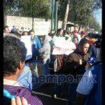 Los manifestantes están a la espera de la directora de un plantel escolar de Agostitlán, de nombre Cristina Patiño (FOTO: FRANCISCO ALBERTO SOTOMAYOR)
