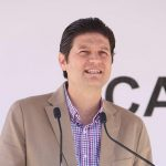 Martínez Alcázar exhortó a la ciudadanía a hacer un frente común y solidarizarse para fortalecer el consumo local, evadiendo la compra de productos estadounidenses