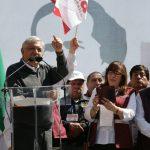 López Obrador fue acompañado por la dirigencia estatal del Morena, así como por liderazgos como el regidor Osvaldo Ruiz y el diputado federal del PRD, Fidel Calderón; y, militantes del mismo sol azteca (FOTO: JOSÉ ANTONIO ZAMUDIO)