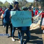 En la manifestación se muestra una manta del Frente por la Defensa de la Universidad Pública (FDUP) que ha aparecido en movilizaciones del SUEUM, así como pancartas contra el gasolinazo (FOTOS: FRANCISCO ALBERTO SOTOMAYOR)