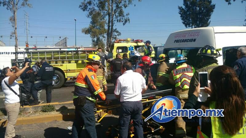 La emergencia fue atendida por la Coordinación de Protección Civil y Bomberos de Morelia, así como por Policía Michoacán, Cruz Roja y AMRU, entre otras corporaciones de rescate (FOTOS: FRANCISCO ALBERTO SOTOMAYOR)