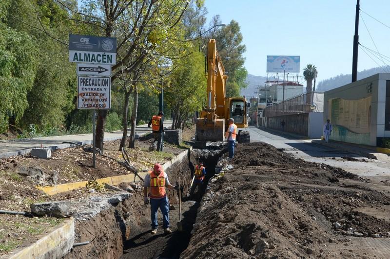 Además se reiniciaron los trabajos del colector marginal que se encontrará en el tramo de Ventura Puente a Camelinas del lado derecho