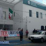 Previamente, los docentes se concentraron frente a Palacio de Gobierno y marcharon hacia la Secretaría de Finanzas y Administración, donde bloquearon la Calzada Ventura Puente (FOTO: MARIO REBOLLAR)