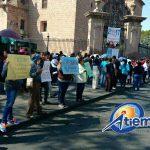 Se manifiestan en Morelia padres de familia de la zona escolar 43