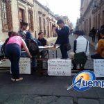 Aunado a lo anterior, en la víspera marcharon más de 200 antorchistas por la Avenida Madero para exigir la destitución del alcalde del municipio de Hidalgo, Rubén Padilla Soto (FOTOS: MARIO REBOLLAR)