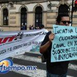 En el lugar también se ha podido observar una manta con el nombre de la Central Unitaria de Trabajadores de México (CUT) (FOTOS: FRANCISCO ALBERTO SOTOMAYOR)