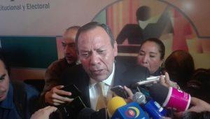 El diputado federal del PRD dijo que el exgobernador de Michoacán, Salvador Jara debería de solicitar licencia en su cargo para responder a la Auditoria Superior de la Federación