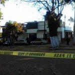 La zona fue acordonada por agentes de la Policía Michoacán y más tarde arribaron al lugar elementos de la Unidad Especializada en la Escena del Crimen (FOTO: CORTESÍA)