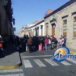 Los manifestantes realizaron un bloqueo momentáneo a la calle Allende, frente a la sede del Ayuntamiento de Morelia (FOTO: FRANCISOC ALBERTO SOTOMAYOR)