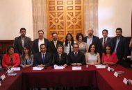Para concluir su participación, el encargado de la política interior delestado reiteró el compromiso de la actual administración para trabajar a la par del legislativo en hacer realidad elproyecto donde la sociedad y el pueblo de Michoacán será la principal beneficiaria de este esfuerzo común