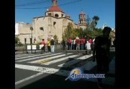 Los manifestantes han colocado bancas y pancartas para cerrar la Avenida Madero de Morelia