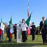 Al término de la ceremonia conmemorativa, el Gobernador Silvano Aureoles convivió con las y los alumnos, y recibió algunas peticiones de la comunidad educativa de la Escuela Secundaria Federal No.1 y el CBTA 114
