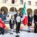 Junto a autoridades militares y civiles, el Gobernador Silvano Aureoles entregó el Lábaro Patrio a 28 escuelas de educación Primaria y 17 de Secundaria