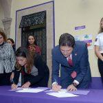 Martínez Alcázar reconoció el papel fundamental que desempeñan las mujeres en la sociedad