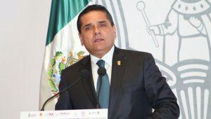 El mandatario michoacano afirmó que si alguien piensa que con solo ganar la presidencia de la república podrá solucionar los problemas, no solo está equivocado, sino que raya en la ignorancia