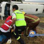 De acuerdo con reportes de los cuerpos de emergencia, de los 10 lesionados 6 están graves, mientras que se desconoce el paradero del chofer, quien huyó del lugar de los hechos (FOTOS: FRANCISCO ALBERTO SOTOMAYOR)