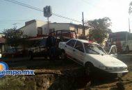 No se reportan personas lesionadas, sólo daños materiales en el vehículo de alquiler (FOTO: MARIO REBOLLAR)