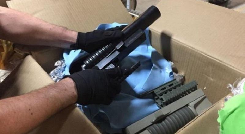 """De acuerdo a los reportes oficiales, al realizar inspecciones en una empresa de paquetería y mensajería de la ciudad, los elementos policiales detectaron tres cajas de cartón, en las que, de acuerdo a la guía de transporte, supuestamente fueron empacadas """"refacciones"""""""