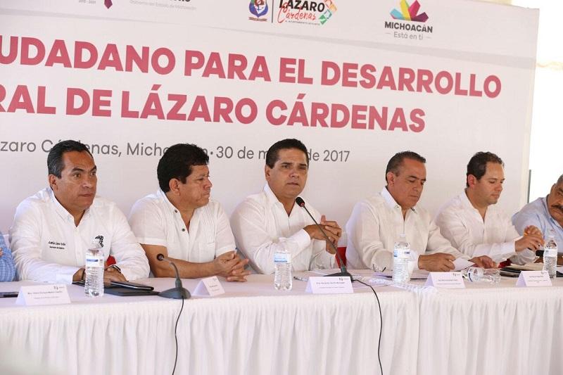 El mandatario estatal escuchó el informe de los avances registrados en la elaboración del diagnóstico y las propuestas de acciones prioritarias que deberán concretar para el desarrollo de Lázaro Cárdenas y en beneficio de sus habitantes