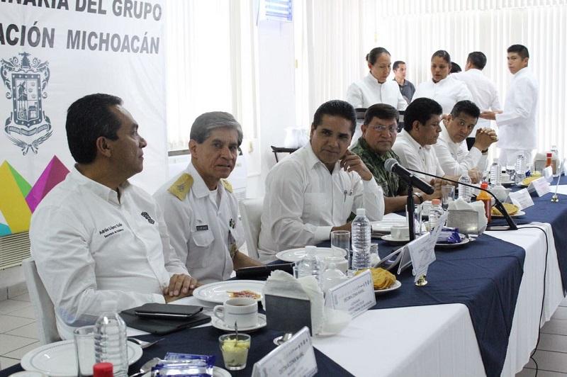 En dicho encuentro, las autoridades revisaron los avances y resultados de la estrategia para combatir la delincuencia y establecer el orden público para generar las condiciones de bienestar a la ciudadanía en La Costa Michoacana