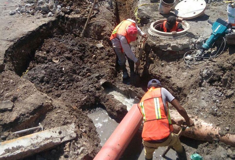 Las obras que se realizan en la citada avenida entre la Avenida Guadalupe Victoria y Pico de Tancítaro, comprenden también las excavaciones hasta llegar a una capa firme, que permita la reparación adecuada y colocar una nueva carpeta asfáltica en el tramo ya atendido