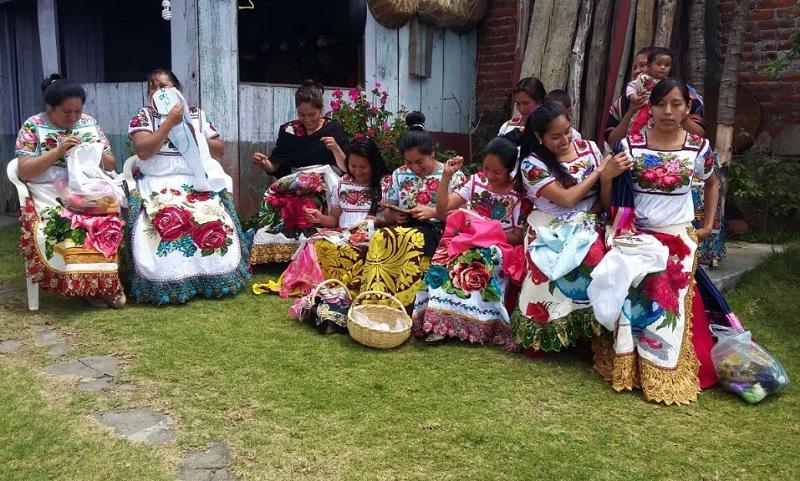La titular de la Secretaría de Igualdad Sustantiva y Desarrollo de las Mujeres Michoacanas (Seimujer), Fabiola Alanís Sámano, recordó que los requisitos para obtener un crédito Palabra de Mujer son mínimos: identificación oficial y comprobante de domicilio