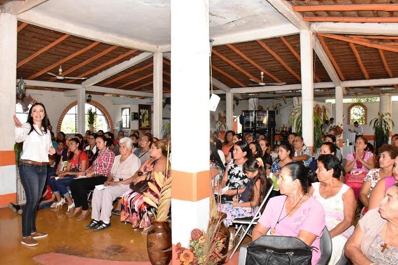 Hernández Íñiguez dijo que si se quiere llegar a la consolidación de una economía fuerte con desarrollo y sostenibilidad, es fundamental empoderar a las mujeres para que participen plenamente en la vida económica del estado y el país