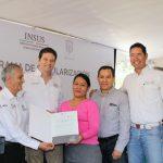 Alfonso Martínez fue recibido calurosamente por habitantes de esta última localidad, con quienes realizó un recorrido que hizo a pie desde la carretera hasta la Telesecundaria Mineros de Bolivia